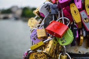 Photo: lots of padlocks linked together